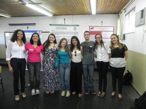 Estudantes do Polo EAD de Nova Friburgo acompanhadas das professoras Caroline Fernandes dos Santos e Simone dos Santos Barreto, organizadoras do evento.