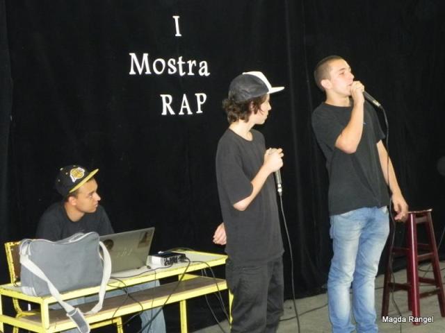 O grupo DROP, composto por Fábio Chaveirinho e Victor Baptista, se apresentou pela primeira vez na Mostra de Rap do Polo!