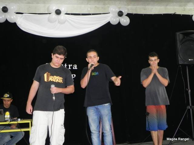 Fellpz, Vicotr Baptista e Don fazendo improvisos no estilo livre (freestyle)