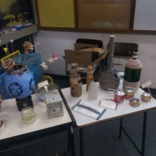 Foto 5: Produtos reutilizados pela palestrante. Créditos: Clarisse Tolledo